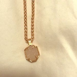 Delicate Kendra Scott pendant necklace!